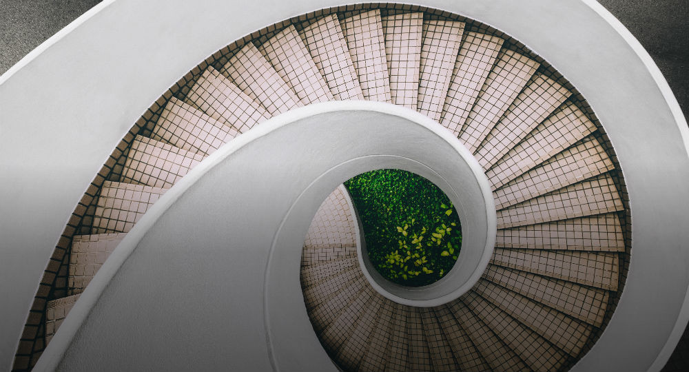 Spiral staircase layered 1000x540